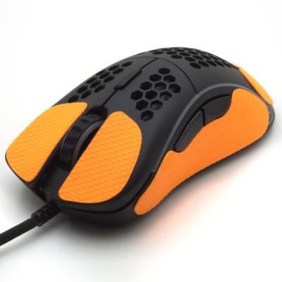 Grip pour souris Glorious model D de la marque TrueGrip - vue avant gauche